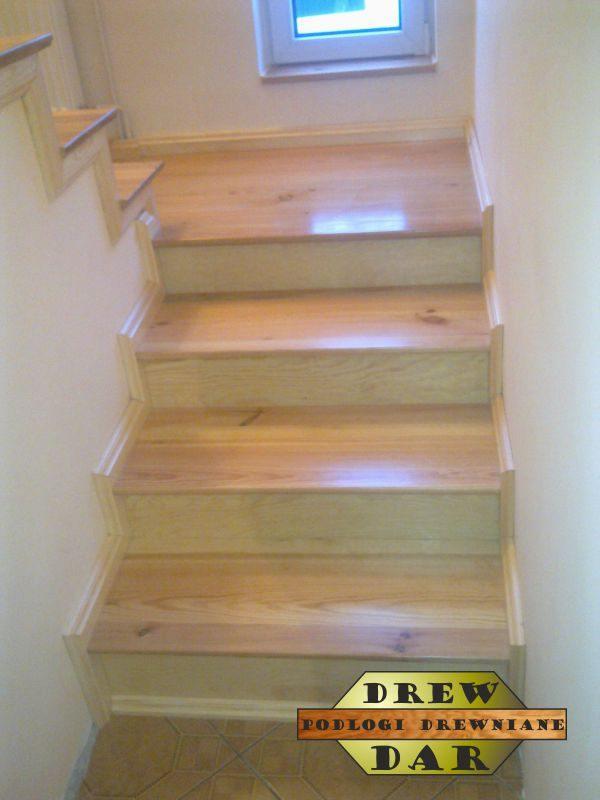 Renowacja starych schodów spod lakieru drew-dar