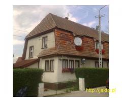 Sprzedam część domu w miejscowości Leśna z pięknym ogrodem.