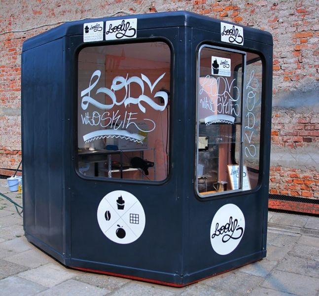Kiosk gastronomiczny z maszyną do lodów włoskich