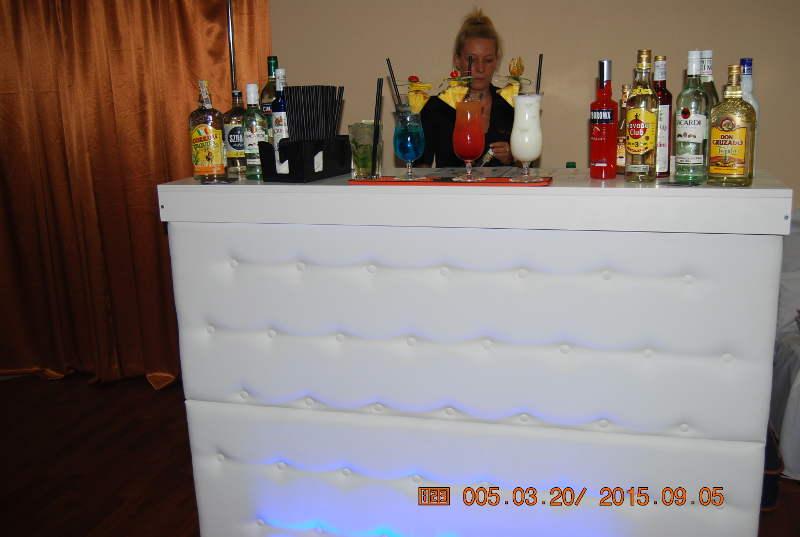 Barman z mobilnym barem na Twoim weselu