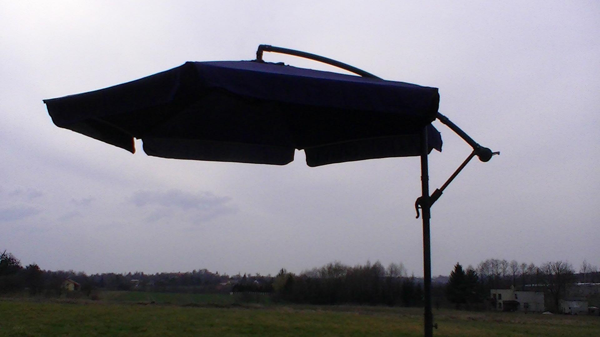Parasol ogrodowy z moskitierą - średnica 3 metry