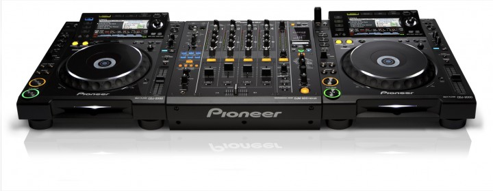 2x CDJ-2000 Nexus, 1x DJM-900-NXS, 1x HDJ-1500-K……2700 EUR