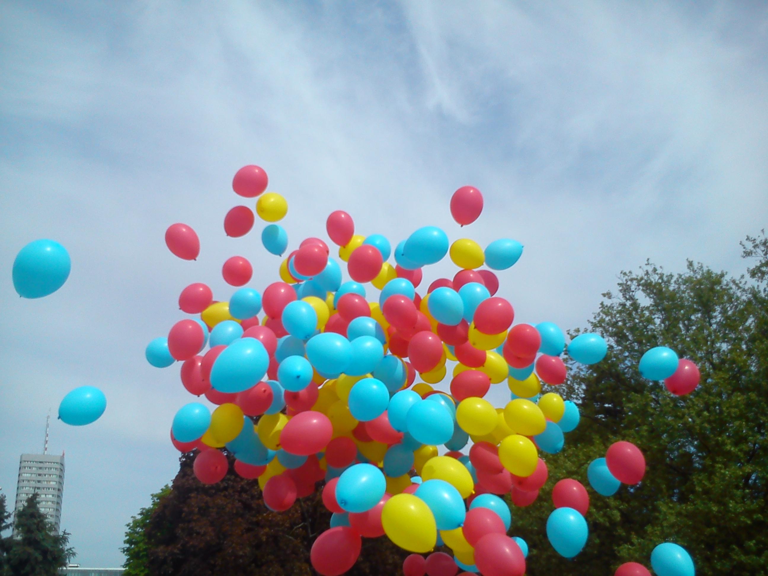 Balony z helem , hel do balonów , pudło z balonami led , brama balonowa ,łuk z balonów